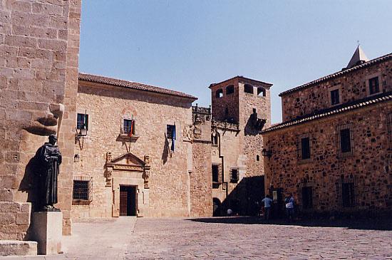 Cáceres     Caceres1
